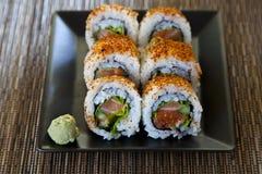 Würzige Thunfischrollensushi stockfotografie