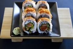 Würzige Thunfischrollensushi lizenzfreie stockfotografie