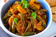 Würziger Curry des essbaren Eibisches mit roti stockbilder