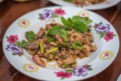 Würziger gehackter Schweinefleischsalat, thailändisches Lebensmittel Lizenzfreies Stockbild