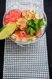 Würziger Hummer-und Pampelmusen-Salat Stockbilder