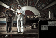 Würziger Lebensmittelverkäufer im Ziegelstein-Weg, London, Großbritannien Lizenzfreie Stockbilder