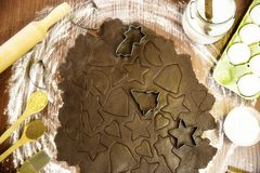 Würziger Nachtisch des Weihnachtswinters - Ingwerkeks Stockfoto