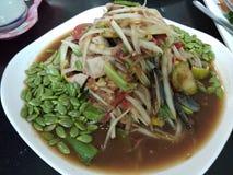 Würziger Papayasalat, thailändisches Straßenlebensmittel Lizenzfreies Stockfoto