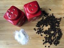 Würziger Pfeffer und Salz Stockfotos