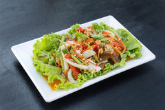 Würziger Salat des knusperigen Schweinefleisch Stockbild