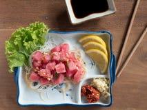Würziger Salat des rohen Thunfischs Stockbilder