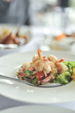 Würziger Salat, Garnele und Mischungsgemüse Stockbild