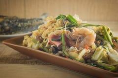 Würziger und saurer Geschmack des würzigen Salats Stockfotos