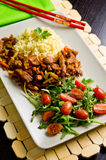 Würziges Hühnerselbst gemachter Abendessenteller Lizenzfreie Stockfotos