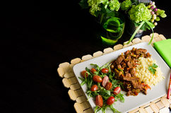 Würziges Hühnerselbst gemachter Abendessenteller Stockbilder