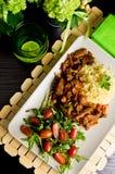 Würziges Hühnerselbst gemachter Abendessenteller Stockfoto