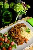 Würziges Hühnerselbst gemachter Abendessenteller Stockfotos