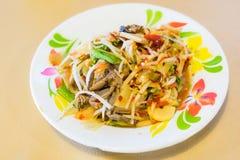 Würziges köstliches der grünen Küche der Papaya-Salat-Som Tumstabelle thailändischen Stockfotografie