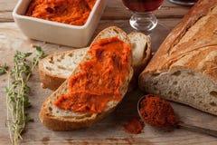 Würziges Mittelmeerfleisch verbreitet mit Paprika Lizenzfreie Stockfotos
