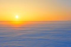 Wüste des Schnees am Sonnenuntergang Stockbilder