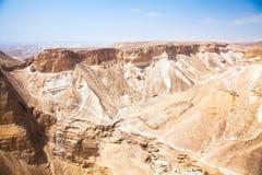 Wüste Negevansicht von Masada. Unfruchtbar und felsig. stockfotografie