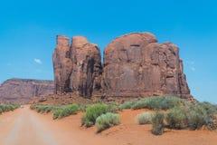 Wüste südwestlich der USA Abnutzung des Sandsteins schaukelt in das malerische Monument-Tal, Arizona lizenzfreies stockfoto