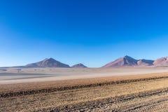 Wüste und Berge in der Alitplano-Hochebene, Bolivien lizenzfreie stockfotografie