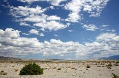 Wüste und Himmel Lizenzfreie Stockfotografie