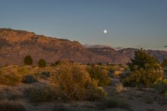 Wüsten-Mond lizenzfreies stockfoto