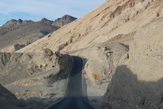 Wüsten-Straße in Death Valley. Stockfoto