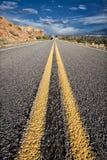 Wüsten-Straße zu nirgendwo Lizenzfreie Stockfotografie