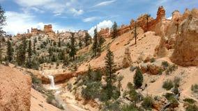 Wüsten-Wasserfall mit Unglücksboten in Bryce Canyon, Utah Lizenzfreies Stockbild
