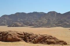 Wüstenausflug durch Sanddünen von Wadi Rum-Wildnis, Jordanien, Mittlere Osten, wandernd, Klettern und fahren stockfoto