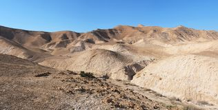 Wüstenlandschaft nahe dem Toten Meer lizenzfreie stockfotografie