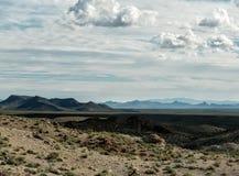 Wüstenlandschaft von historischem Route 66 in Arizona stockfotos