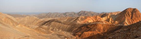 Wüstenlandschaftspanorama am Sonnenuntergang Stockfotografie