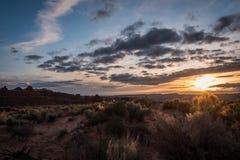 Wüstensonnenaufgang Stockbild