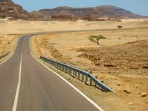 Wüstenstraße in Ägypten Lizenzfreie Stockfotos