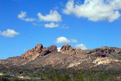 Wüstental unter einem blauen Himmel lizenzfreie stockfotos