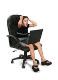 Wütendes Mädchen am Computer Lizenzfreie Stockbilder