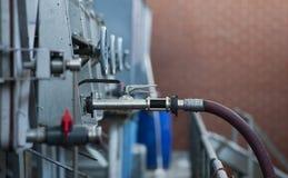 Wąż elastyczny i klapa prowadzi od wino składowego zbiornika przy makswellów winami, McLaren dolina, Południowy Australia Zdjęcia Stock