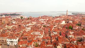 Wąscy kanały i pomarańczowi dachy w Wenecja, Włochy zbiory wideo