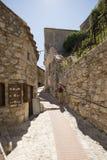 Wąska aleja w Èze wiosce, Francja Obraz Stock