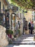Wąska aleja w Èze wiosce, Francja Obraz Royalty Free