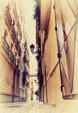 Wąska hiszpańska ulica. Fotografia w starym Obrazy Royalty Free