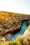 Wąska plaża przy Wied il i wpust, Gozo Malta Zdjęcia Royalty Free