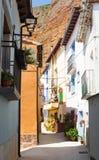 Wąska ulica hiszpańska wioska Los Fayos zdjęcie stock