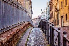 Wąska ulica w środkowej części o Rzym Włochy, Dec - 25, 2017 - Obraz Stock