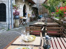 Wąska ulica w Fiuggi, Lazio, Włochy Obrazy Stock