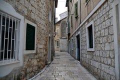 Wąska ulica w rozłamu, Chorwacja Obraz Royalty Free