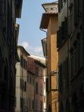 Wąska ulica w starym miasteczku Pisa, Tuscany Włochy Zdjęcia Stock