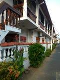 Wąska ulica z długim, zakrywający z długimi balkonami Fotografia Royalty Free