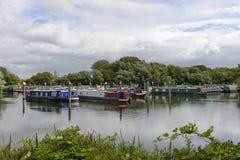 Wąskie łodzie przy Thames i Kennet Marina Czyta, Obraz Stock