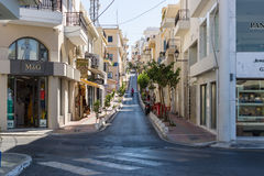 Wąskie zakupy ulicy nabrzeżny elita turystyczny grodzki Agios Nikolaos Zdjęcie Stock